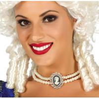 Collana di perle con medaglietta