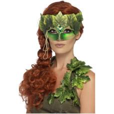 Maschera da madre natura con foglie e gioielli